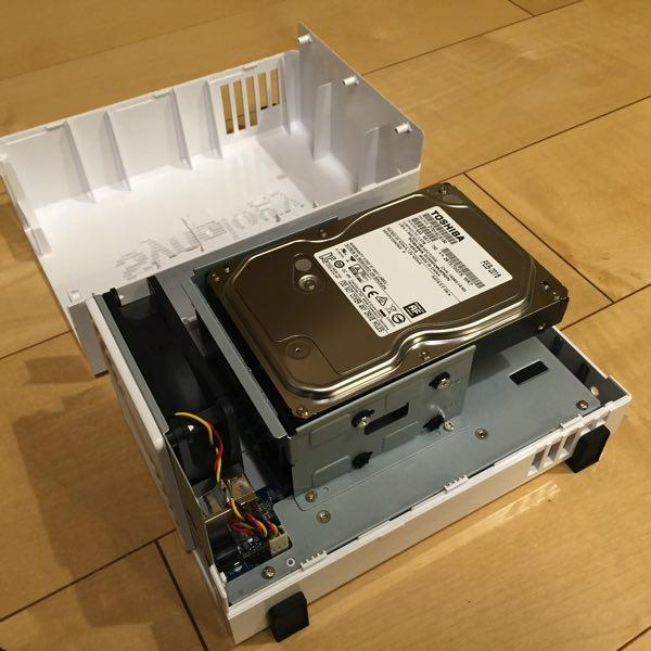 DS216jにHDDをセットした状態